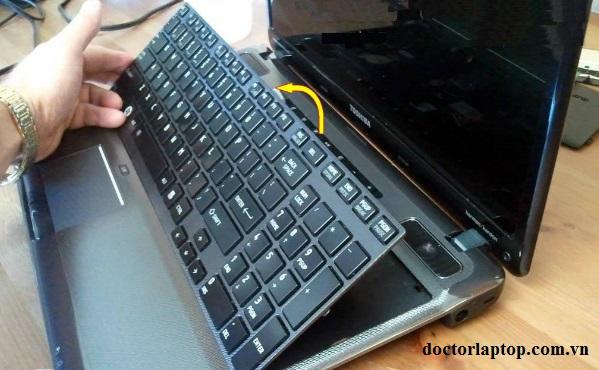 Thay bàn phím laptop toshiba - 1