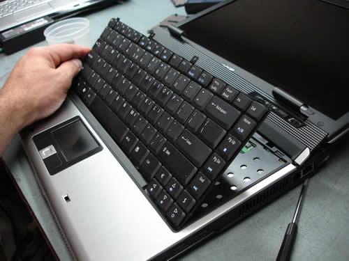 Thay bàn phím laptop samsung - 1