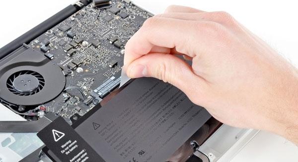 Nguyên nhân và cách sửa lỗi sạc pin macbook không vào điện - 3