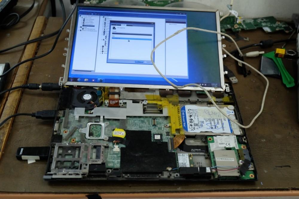 Lỗi màn hình bị ố hay đốm mờ trên laptop và cách khắc phục - 2