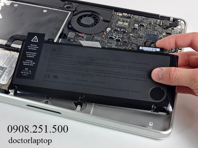 Thay pin macbook chính hãng - 1