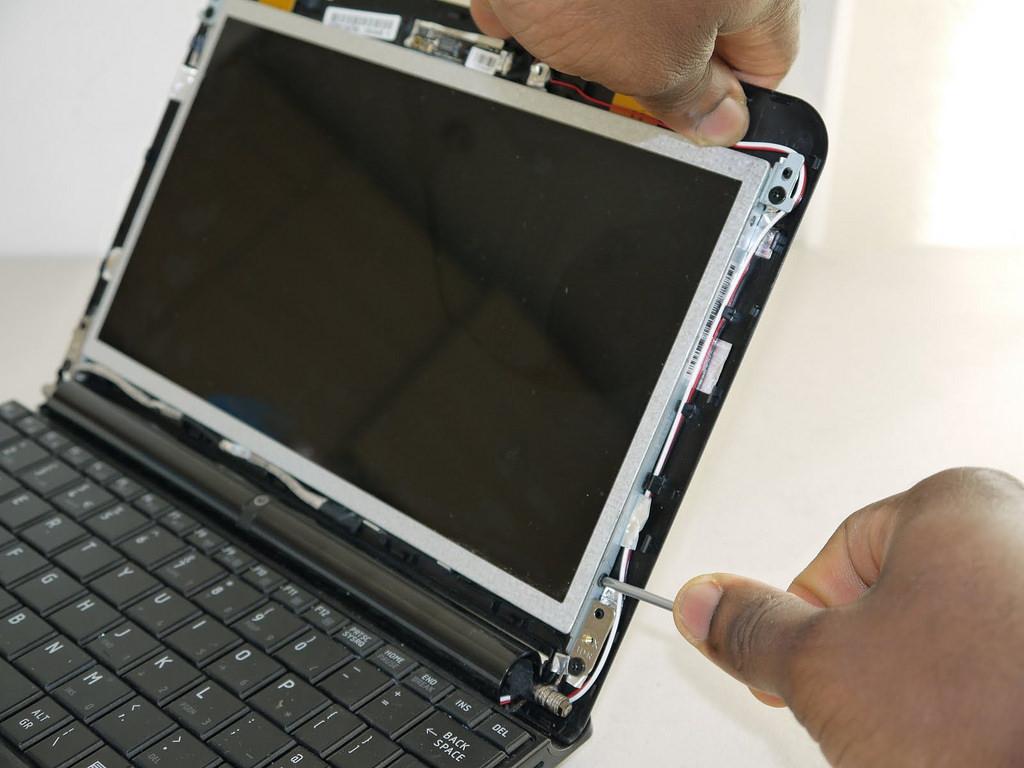 Nên thay màn hình laptop ở đâu tphcm, giá bao nhiêu tiền?