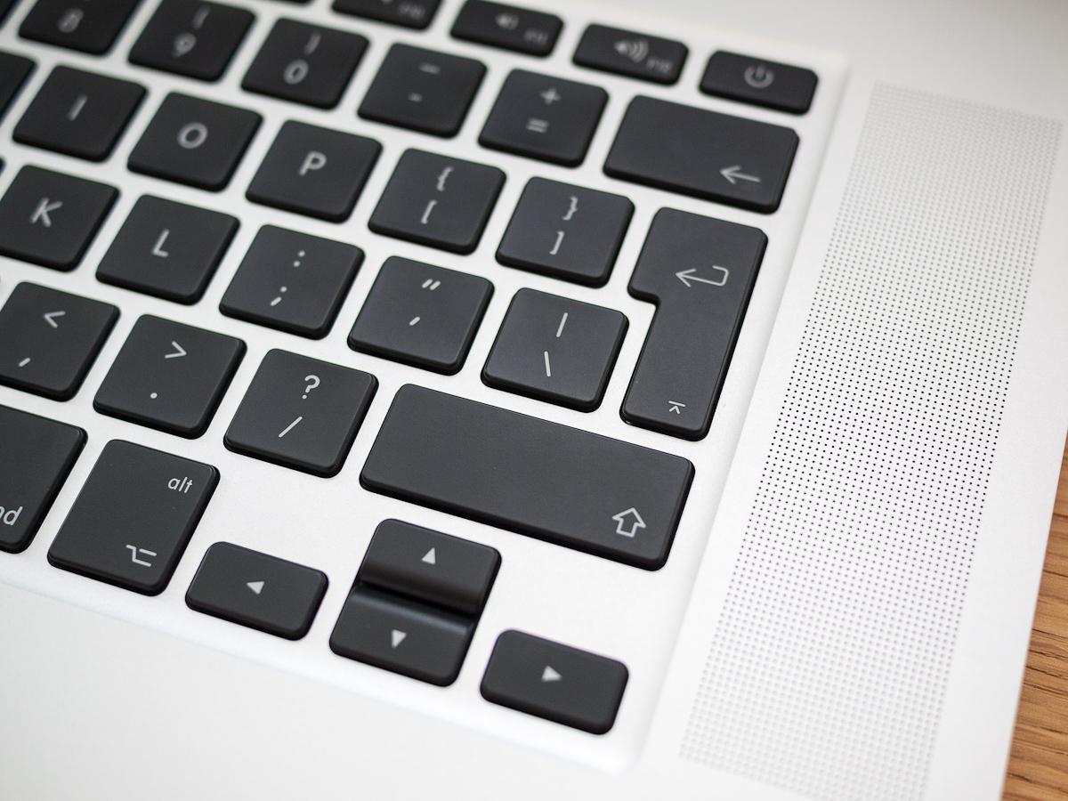 Loa Macbook bị rè: nguyên nhân và cách xử lí