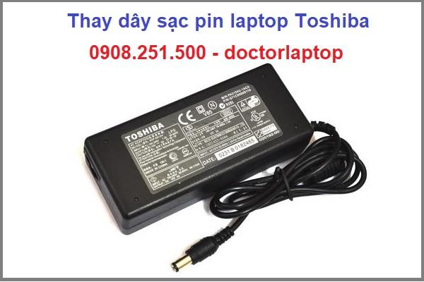 Thay dây sạc pin laptop Toshiba