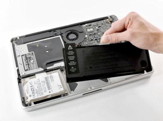 Thay pin Macbook chính hãng